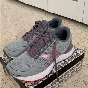 Brand new women's new balance sneakers